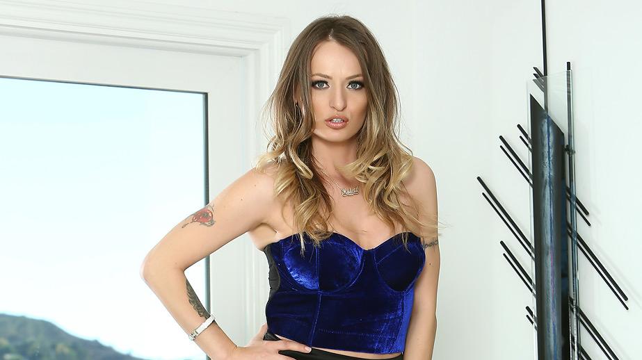 Natasha Starr Wears A Tight Skirt